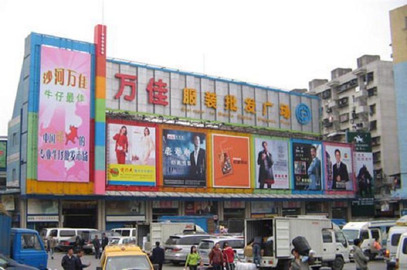 Chợ Shahe Quảng Châu bán buôn về hàng thời trang, mặt hàng ở đây có giá cả hợp lí với chất lượng